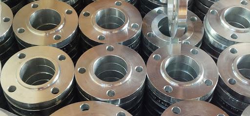 Использование стальных фланцев