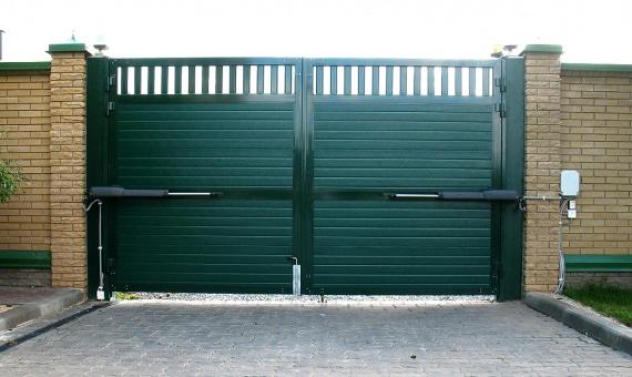 Ворота для забора частного дома — функционал секционных изделий