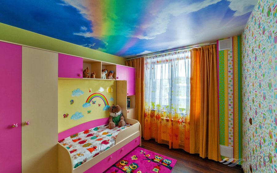 Можно ли натяжной потолок устанавливать в детскую комнату