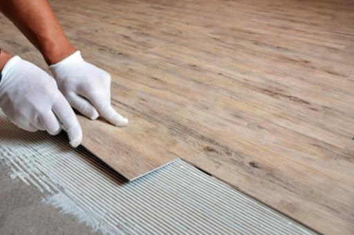 Преимущества кварцвиниловой плитки